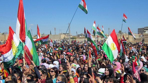مظاهرة لأكراد في مدينة القامشلي الكردية، أ ف ب