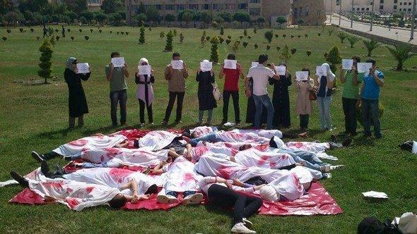 مظاهرة طلابية في جامعة حلب احتجاحاً على ارتكاب مجازر في سوريا. يونيو 2012. رويترز