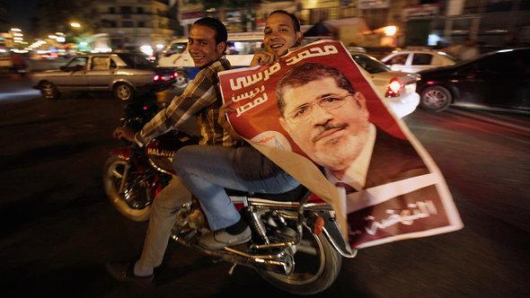 موالون لمحمد مرسي في القاهرة. رويترز