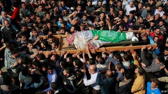 ضب عارم في غزة بعد مقتل قائد أركان حماس ، أحمد الجعبري ، حيث خرج الآلاف لتشييع جنازته.