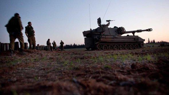 دبابات إسرائيلية على مشارف قطاع غزّة. غيتي إميجيس