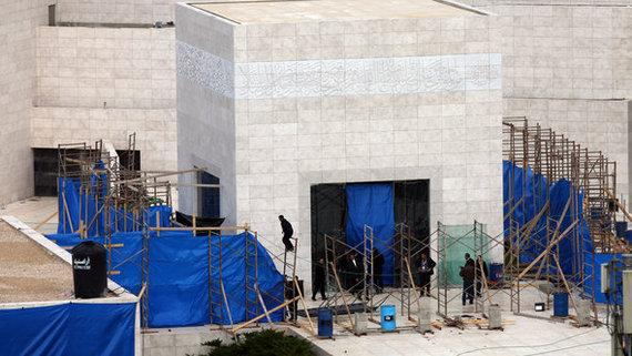 التحضيرات لاستخراج رفات عرفات، 13 نوفمبر 2012 . رويترز