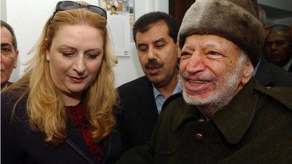 ياسر عرفات وزوجته سهى في رام الله 2004. إ ب أ