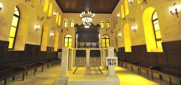 Interior of the Maimonides Synagogue in the old Jewish district of Haret al-Yahoud in Cairo (photo: dpa)
