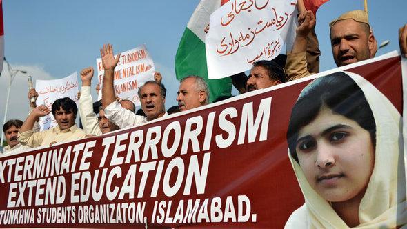 تظاهرة تضامنية مع التلميذة مالالا. أ ف ب