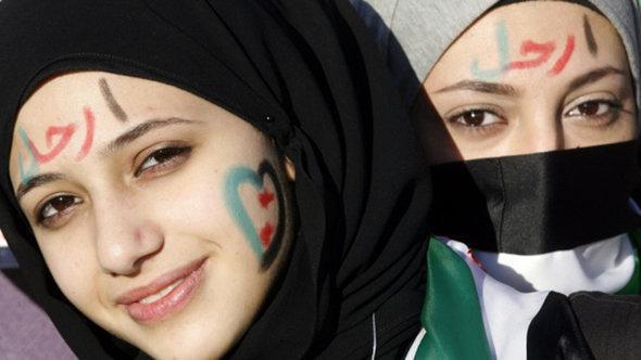 متظاهرتان من حلب. دويتشه فيله