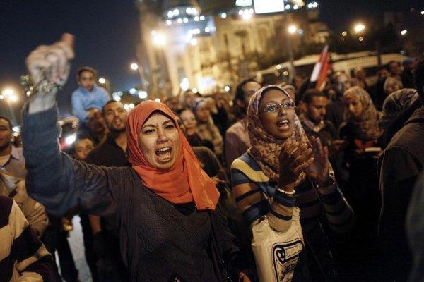 عاصفة في مصر بعد اعلان مرسي الدستوري