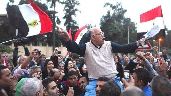 احتجاجات أمام القصر الرئاسي في القاهرة، 4 ديسمبر 2012.   رويترز