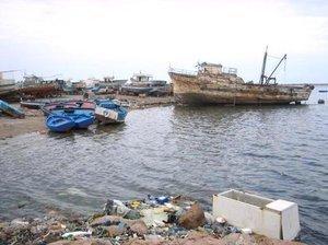 ميناء مدينة جرجيس التونسية.  قنطرة