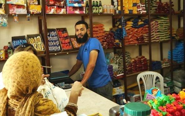 Nabil Ben Abdesselem in seinem Lebensmittelladen in einem Vorort von Zarzis; Foto: Beat Stauffer