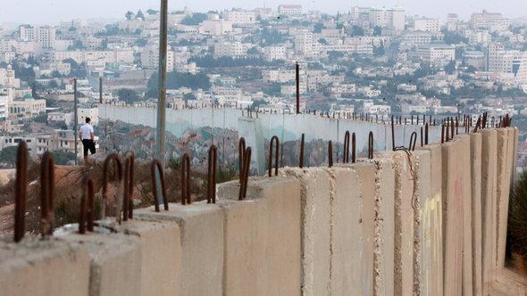 الجدار الفاصل في جنوب القدس. إ ب أ