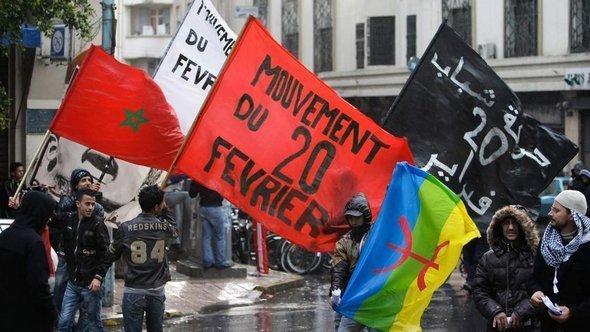 """ناشطو حركة """"20 فبراير"""" في الدار البيضاء. أ ب"""