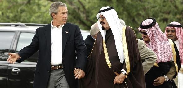 الملك السعودي عبد الله (حين كان لايزال ولياً للعهد) مع الرئيس الأمريكي السابق جورج دبليو بوش. أ ب