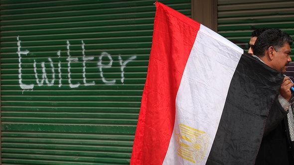 """كلمة """"تويتر"""" مكتوبة على باب أحد المحلات في القاهرة. غيتي إميجيس"""