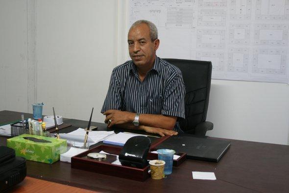 عبد الرحمن شكشك، رئيس أحد مخيَّمات اللاجئين التي تديرها الأمم المتَّحدة في طرابلس