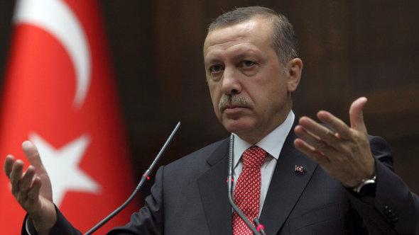 رئيس الوزراء التركي رجب طيب إردوغان أمام البرلمان في أنقرة. أ ب
