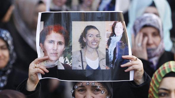 احتجاجات للأكراد في مدينة مرسيليا الفرنسية ضد مقتل ثلاث كرديات في باريس في 10 يناير 2013. إ ب أ