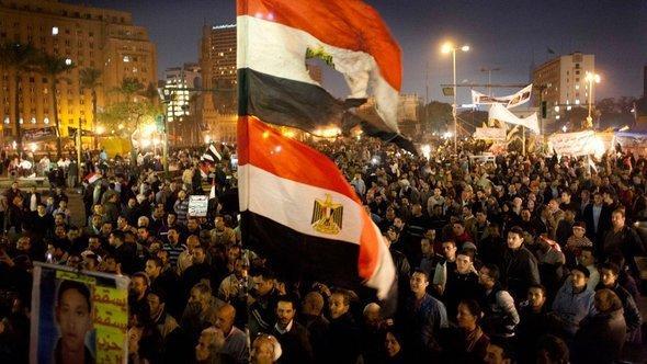 معارضو الرئيس المصري محمد مرسي في مسيرة احتجاجية بالقاهرة. أ ب