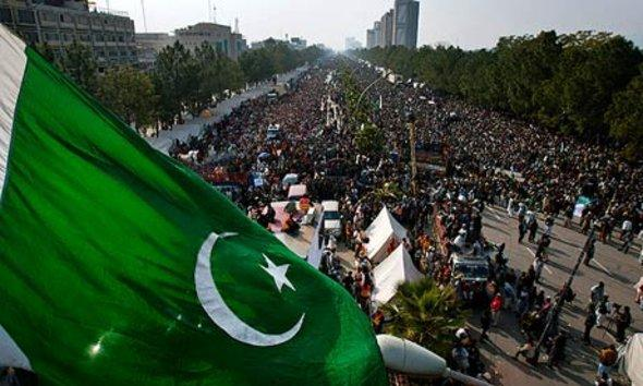 Ul-Qadri's supporters demonstrate in Islamabad (photo: AP)