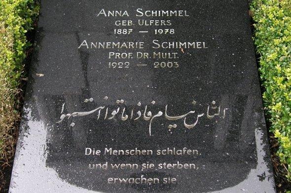 Tombstone of Annemarie Schimmel in Bonn, Germany (photo: Hartmut Riehm/Wikipedia)