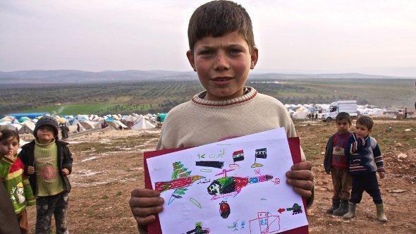 الطفل السوري عبد الله رَسَمَ صورة يبين فيها مآسي الحرب. مخيم قطمة. دويتشه فيله