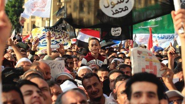 مظاهرات لأنصار السلفيين في القاهرة. رويترز