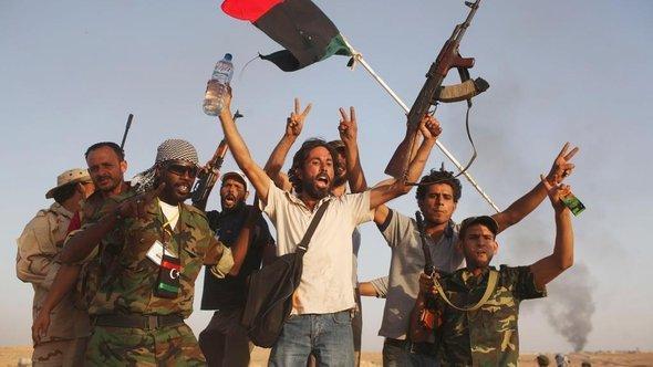 ثوار ليبيا بعد سيطرتهم على منطقة بني وليد. أ ب