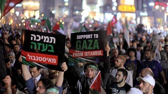 مظاهرات في إسرائيل في الذكرى الأولى لهجوم إسرائيل على سفينة مرمرة التركية. د ب أ
