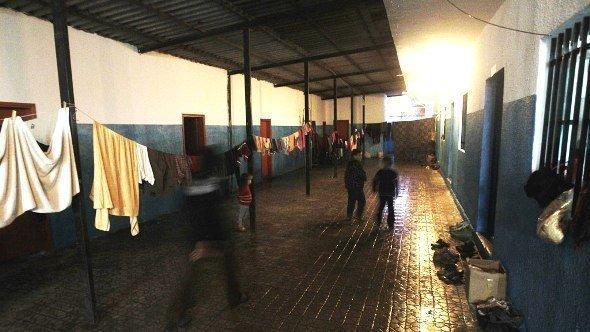 في وادي خالد في لبنان قرب الحدود السورية، تم تحويل إحدى المدارس إلى ملجأ لللاجئين. أ ف ب