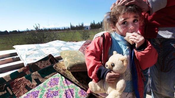 طفلة سورية لاجئة على حدود لبنان الشرقية في قرية القاع. أ ف ب