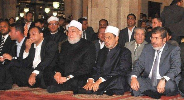 الرئيس مرسي في زيارة للأزهر بتاريخ 29 يونيو/حزيران 2012 وإلى جواره شيخ الأزهر أحمد الطيب. رويترز