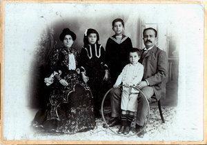 جرجي زيدان وعائلته عام 1908. zaidanfoundation.org