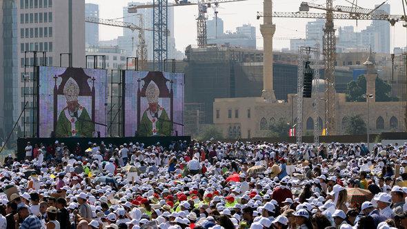 زار البابا بندكت السادس عشر لبنان في سبتمبر/ أيلول 2012 واحتشد الآلاف من المسيحيين لاستقباله. أ ب