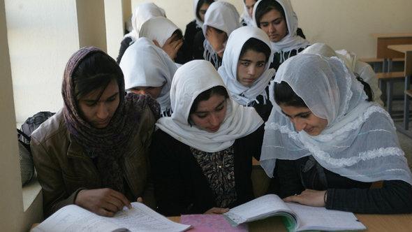 فتيات في أفغانستان. دويتشه فيله