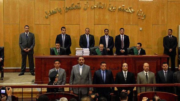 المحكمة في القاهرة  تثبّت أحكام الإعدام والسجن في قضية بور سعيد. أ ب