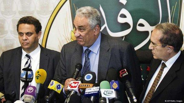 Mitglieder der Nationalen Heilsfront, in der Mitte ihr Sprecher, Sameh Ashur; Foto: AFP/Getty Images