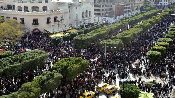 مظاهرات في تونس في 16 مارس/ آذار 2013 بعد أربعين يوماً من اغتيال المعارض  شكري بلعيد
