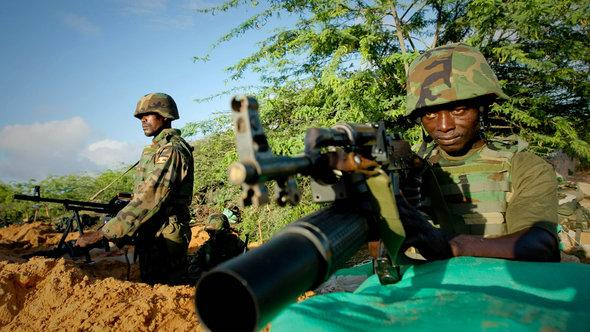In this photo taken Monday, April 30, 2012 and released by the African Union-United Nations Information Support Team Tuesday, May 1, 2012, Ugandan soldiers of 341 Battalion serving with the African Union Mission in Somalia (AMISOM) man the frontline near the main road on the northern edge of Maslah Town, the northern city limit of the Somali capital Mogadishu, in Somalia (photo: AU-UN IST, Stuart Price/AP/dapd)