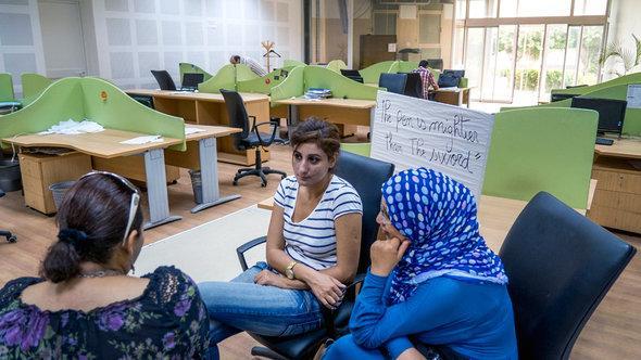 جانب من احتجاج صحفييين وتقنيين في سبتمبر/ أيلول 2012 في أقدم دار نشر في تونس (دار الصباح).  ABACAPRESS.COM