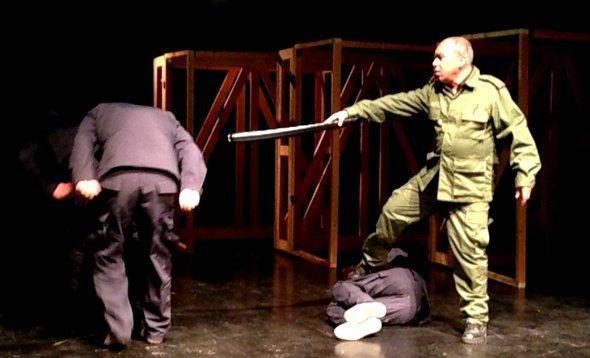 مشهد من مسرحية الصورة مونيكا بيرغمان