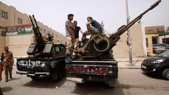 احتجاجات ميليشيات مسلحة أمام وزارة العدل الليبية. Reuters