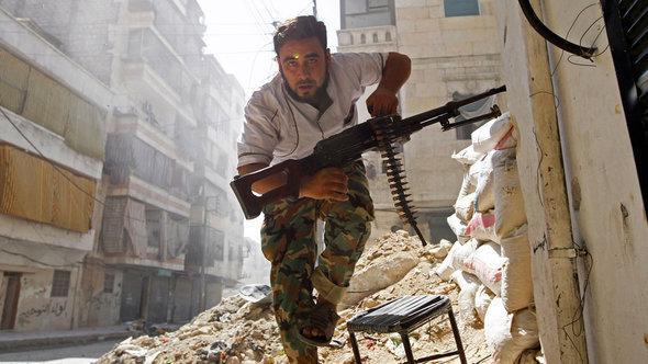 أحد الثوار المسلحين في حلب في أغسطس/ آب 2012 . رويترز