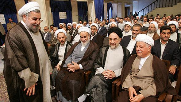 الرئيس الإيراني روحاني مع الرئيسين الإيرانيين الأسبقين رفسنجاني وخاتمي. Fararu