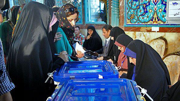 إيرانيات أثناء الانتخابات الإيرانية. DW