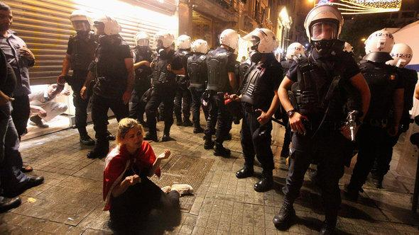متظاهرون ضد حكومة اردوغان الصورة رويترز