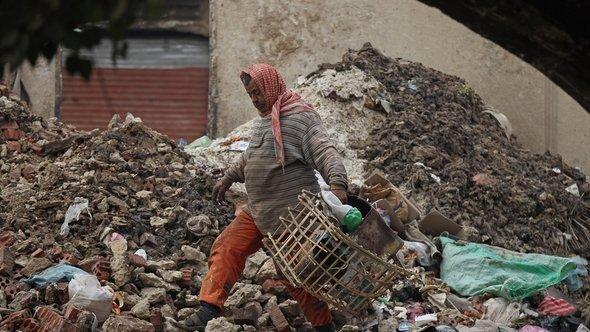 عامل نظافة في القاهرة. Getty Images