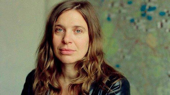 المخرجة بريت باير  Britt Beyer.   OSTKREUTZ