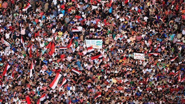 احتجاجات معارضي الرئيس مرسي في ميدان التحرير في القاهرة. رويترز
