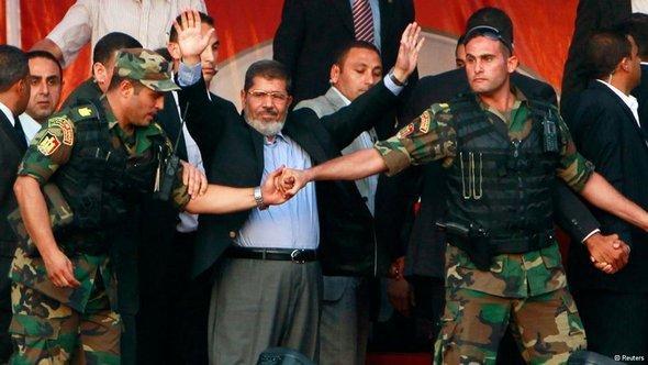 مرسي حين كان رئيساً قبل عزله في القاهرة. رويترز
