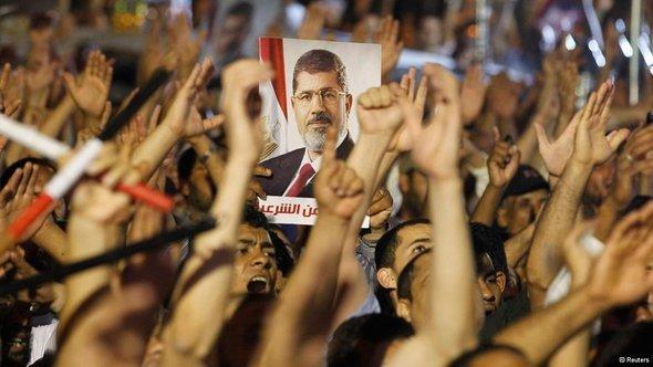 مظاهرات مؤيده لمحمد مرسي في القاهرة. رويترز